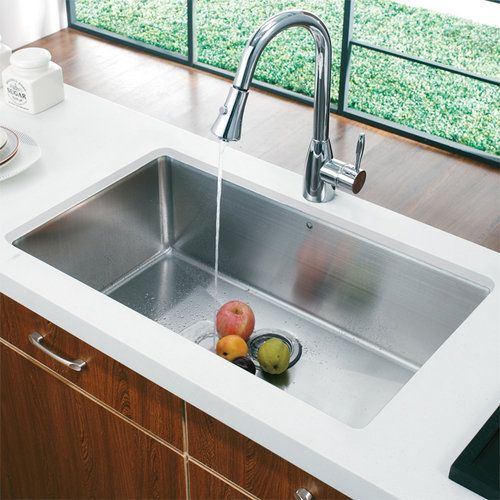 Single Handle Kitchen Faucet with Pull-Out